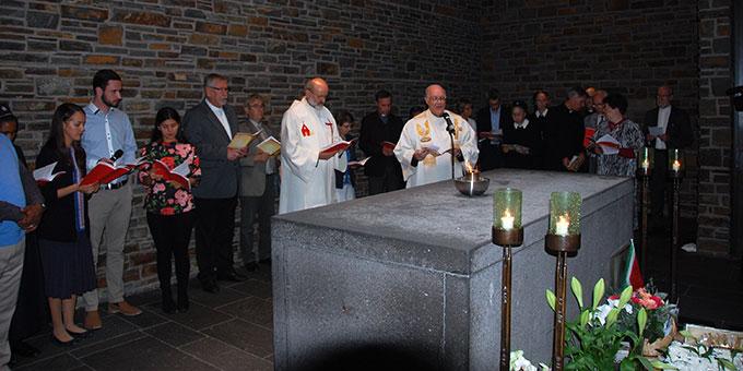 Die Mitglieder des Generalpräsidiums und einige Sprecher in der Gründerkapelle (Foto: Brehm)