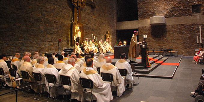 Viele Patres und Priester waren beim Gedenkgottesdienst dabei (Foto: Brehm)