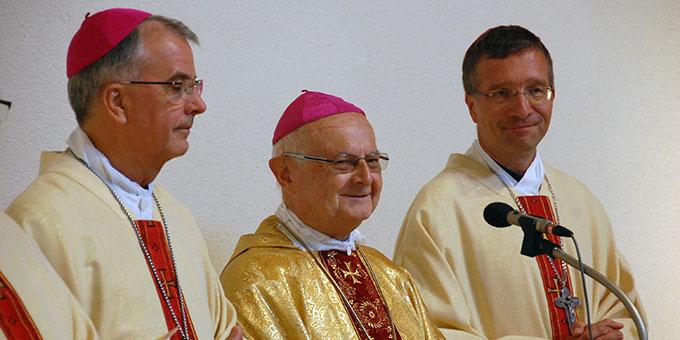 Unter den Konzelebranten waren neben Erzbischof em. Dr. Robert Zollitsch (Mitte), Freiburg, der Trierer Weihbischof Jörg-Michael Peters (l) und der Freiburger Weihbischof Dr. Michael Gerber (Foto: Brehm)