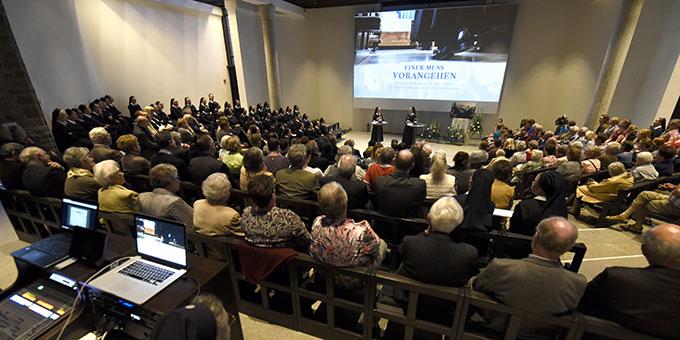 Gut 300 Personen sind zur Uraufführung des neuen Filmes über Pater Josef Kentenich gekommen (Foto: Kröper)