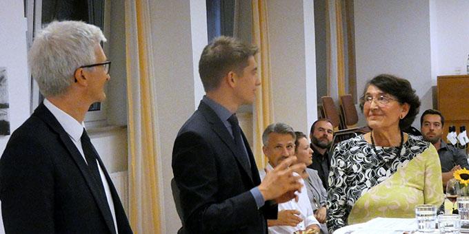 Das Podiumsgespräch wurde von Felix Geyer moderiert, der am 8. September 2018 zum Diakon geweiht wird (Foto: Riedel)