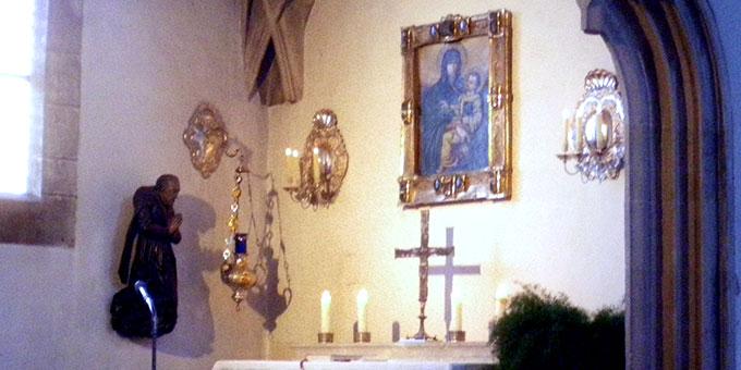"""Seitenkapelle des Ingolstädter Münsters mit dem Gnadenbild der """"Dreimal Wunderbaren Mutter"""" (Foto: Grimm)"""