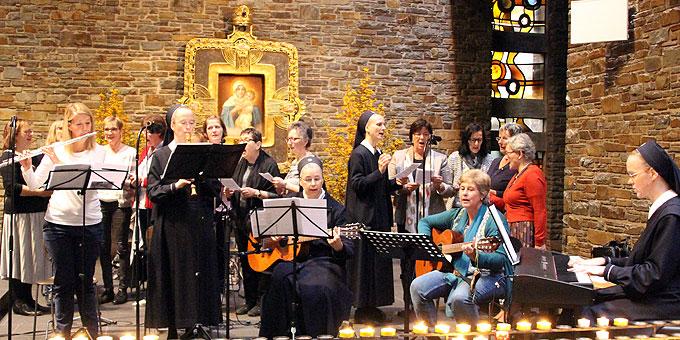 Spontan gegründet: Chor und Orchester der SFM für den Einsatz beim Oktobertreffen (Foto: SFM)