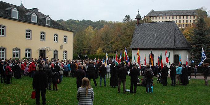 Erneuerung des Liebesbündnisses am Urheiligtum (Foto: Brehm)
