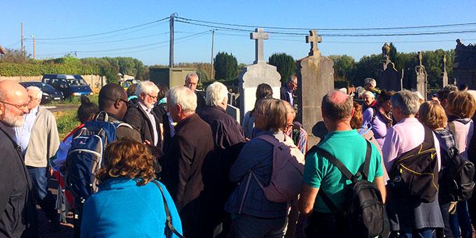 Auf den Spuren Josef Englings auf dem Friedhof von Eswars (Foto: Brantzen)