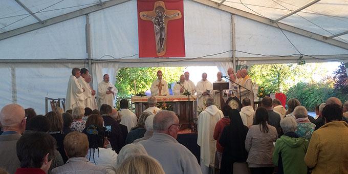 Gottesdienst mit dem neuen Erzbischof von Cambrai, Vincent Dollmann, und dem emmeritierten Freiburger Erzbischof Dr.  Robert Zollitsch (Foto: Brantzen)