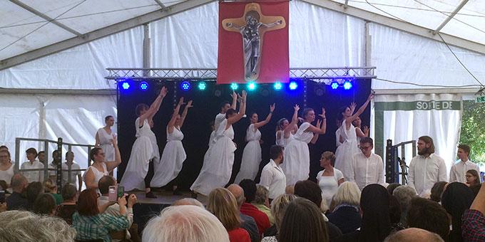 Szenisches Spiel und interpretierender Tanz war Teil des Gedenkens bei den Feiern zum 100. Todestag von Josef Engling in Cambrai, Frankreich (Foto: Brantzen)