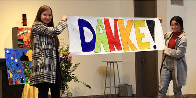 """""""Danke"""" gesagt hat die Schönstätter Marienschule der Schulleitung ihrer Realschule plus, die am 28.9. mit einem Gottesdienst, einem Festakt und einem Sektempfang verabschiedet wurde (Foto: Sch.Marienschule)"""