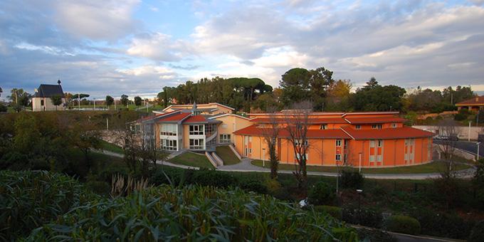 Das Matri Ecclesiae-Heiligtum steht auf dem Hügel über dem neuen Schönstatt-Zentrum Roma Belmonte (Foto: Brehm)