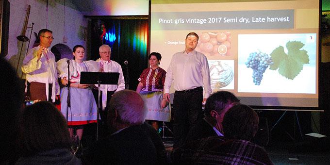 Kulturelles Abendprogramm mit Weinprobe aus Mähren (Foto: Brehm)