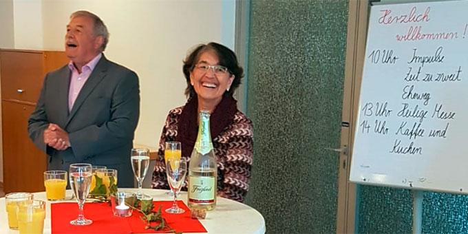 Ehepaar Kiess, Schönstatt-Familienbund, Freising, begrüßte die Gäste  (Foto: Hagmann)