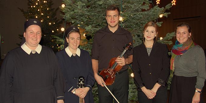 """Die Akteure bei """"Innehalten im Advent"""" in der Stadt- und Kongresshalle Vallendar, am 16. Dezember 2018 (Foto: Brehm)"""