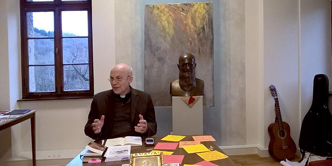 Pfarrer Rainer Birkenmaier, der vor allem für die Milwaukee-Pilgerexerzitien bekannt ist, hatte sich auf das Experiment Bundesheimexerzitien eingelassen (Foto: Brehm)