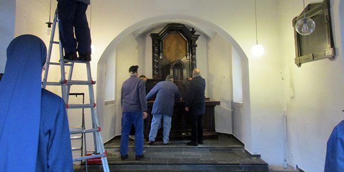 Das Heiligtum wird komplett ausgeräumt (Foto: Weweler)