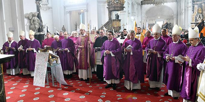 An der Feier nahmen viele Bischöfe und Weggefährten des neuen Bischofs teil (Foto: Arnulf Müller / Bistum Fulda)