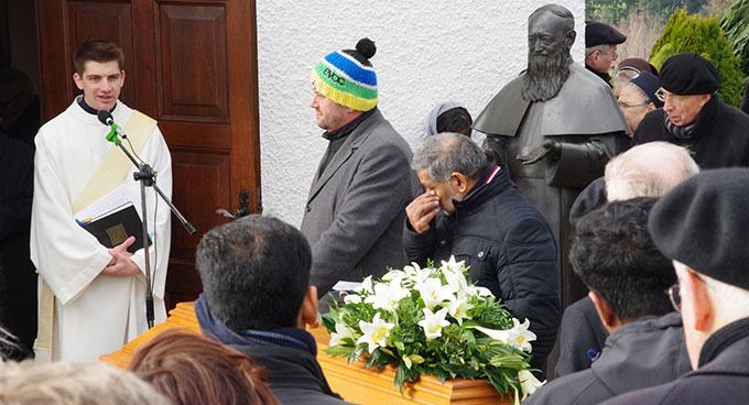 Die Begräbnisfeier leitete sein Neffe, Diakon Felix Geier, Gemeinschaft der Schönstatt-Patres (Foto: Neiser)