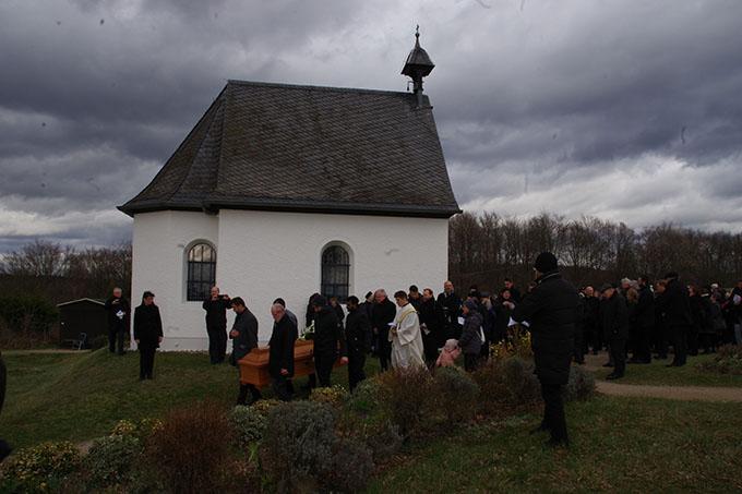 Pater Marmann wurde im Schatten des Sion-Heiligtums zu Grabe getragen (Foto: Neiser)