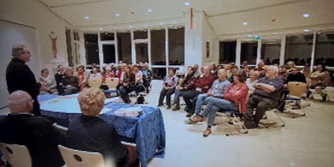 Versammlung der Pilgergruppe in der Aula des Zentrums Belmonte (Foto: Brehm)