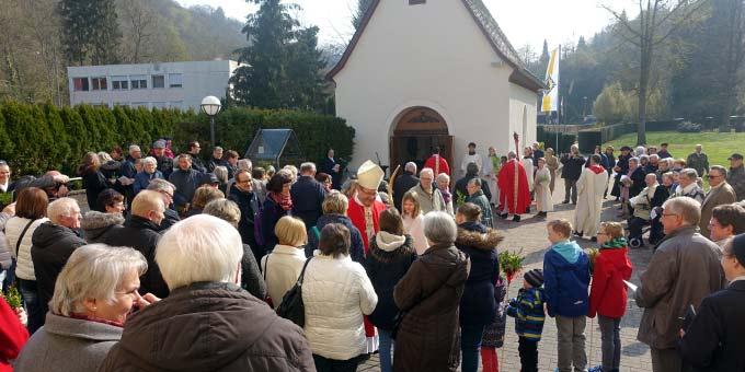Beginn der Palmsonntagsprozession mit Bischof Georg Bätzing, Limburg, am Urheiligtum in Schönstatt, Vallendar (Foto: Pilgerzentrale)