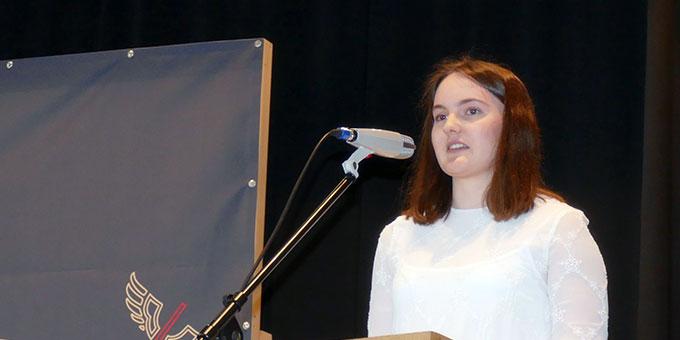 Johanna O. sprach für den Abiturjahrgang zu Herzen gehende Worte (Foto: SMS)