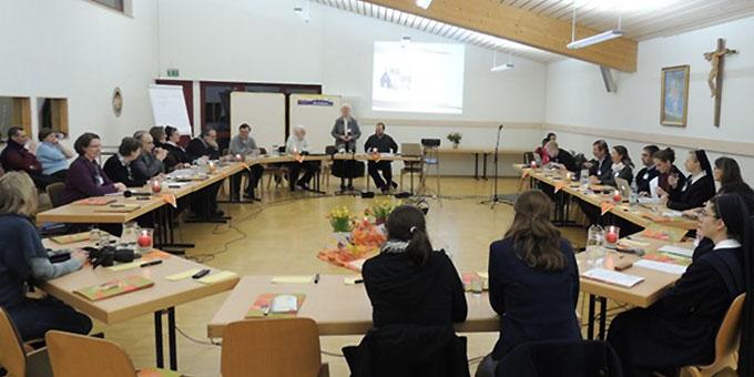 """Internationales Treffen zur Vorbereitung der """"Zelte der Bündniskultur"""" im Josef-Kentenich-Hof in Hillscheid (Foto: ME Vilches)"""