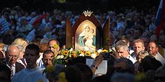 Europawallfahrt 2012 - Die frisch gekrönte Königin der Neuevangelisierung so ganz im Licht (Foto: Brehm)