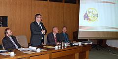Landrat Dr. Alexander Saftig begrüßt die Teilnehmer des Treffens (Foto: Brehm)