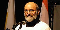 Pater Heinrich Walter bei der internationalen Feier zur Eröffnung des Jubiläumsjahres 2014 (Foto: Neiser)