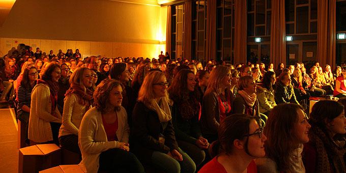 In der Aula der Marienschule traf sich die SchönstattMJF zu ihren eigenen Programmpunkten während des Festes der Deutschen Schönstatt-Bewegung  (Foto: SchoenstattMJF)
