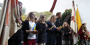 Am Urheiligtum: Sich zur Verfügung stellen für das kommende Schönstattjahrhundert (Foto: SchoenstattMJF)