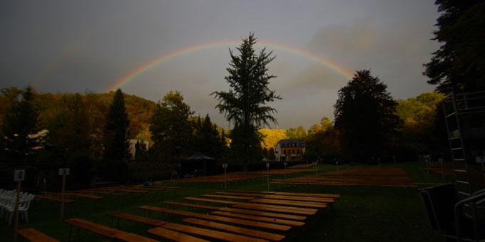 Mit dem Zeichen des Bundes im Himmel am Vorabend des Bündnistages hat das Fest zur Eröffnung des Jubiläumsjahres in Schönstatt begonnen (Foto: Brehm)
