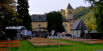 Der Platz für das Fest an der Gnadenkapelle in Schönstatt ist vorbereitet (Foto: Brehm)