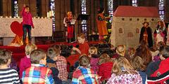 Szenisches Spiel über die heilige Elisabeth beim Familiengottesdienst im Schönstattzentrum Liebfrauenhöhe (Foto: SAL)