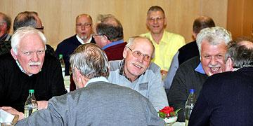 Die frohe Gemeinschaft tut den Männern gut (Foto: SAL)