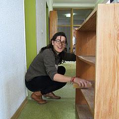 Im Bundesheim: Regale aufbauen und reinigen (Foto: Gamper)