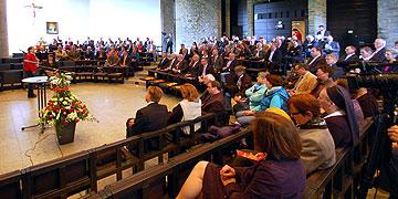 Über 130 Gäste aus Gesellschaft, Politik und Kirche sind nach Vallendar-Schönstatt gekommen (Foto: Brehm)