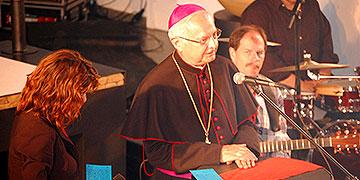 Erzbischof Dr. Robert Zollitsch beim Mittagsgebet beim Katholikentag in Mannheim  (Foto: Brehm)