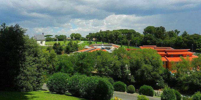 """Auf einen wirklich schönen Hügel am """"Stadtrand"""" von Rom liegt das Schönstatt-Zentrum Belmonte, das seiner Fertigstellung entgegen geht (Foto: Zillekens)"""
