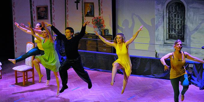 """Tanzszene aus dem Musical """"Auf dem Hochseil"""" (Foto: Kroeper)"""