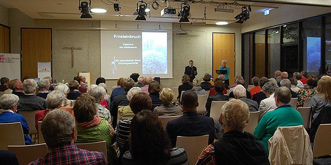 """Der """"Klangraum"""" des Bischöflichen Cusanus-Gymnasiums Koblenz ist am Abend des 29. September gut gefüllt  (Foto: Brehm)"""