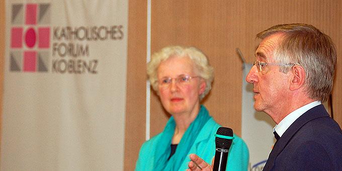 Sr. Dr. M. Nurit Stosiek, Säkularinstitut Schönstätter Marienschwestern und Prof. em. Dr. Heribert Niederschlag SAC, Pallottiner, beim Katholischen Forum Koblenz (Foto: Brehm)
