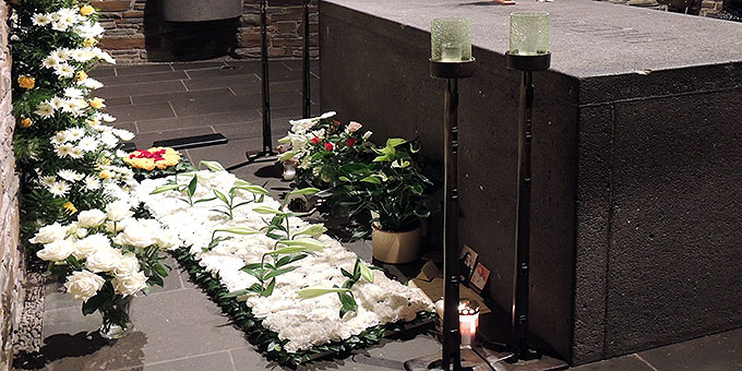 Am Grab Pater Kentenichs, in der sogenannten Gründerkapelle, gibt es Zeit zum Stillen Gebet (Foto: SICT)
