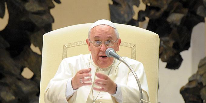Papst Franziskus antwortet in freier Rede (Foto: Eouardo SICT)
