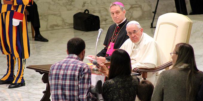 Familien stellen ihre Frage an Papst Franziskus (Foto: Brehm)