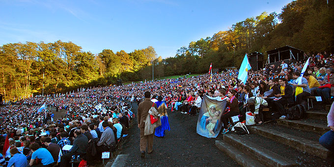 "Gut 10.000 Pilger nahmen an der Jubiläumswallfahrt ""100 Jahre Schönstatt"" teil (Foto: Brehm)"