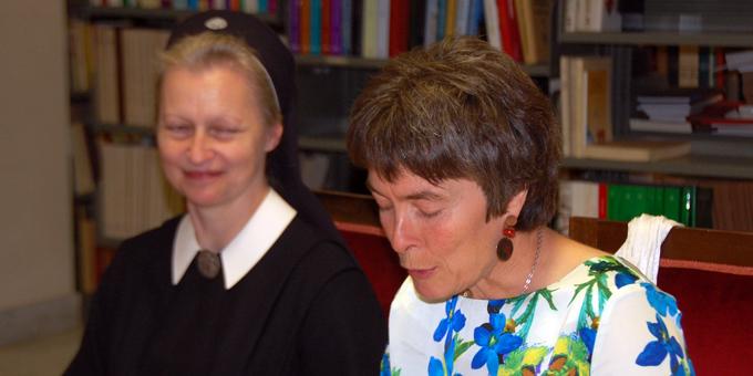 Ella Herkommer aus Deutschland spricht über die Akademien für Familienpädagogik und über die IKAF (Foto: Brehm)
