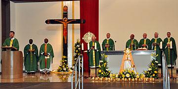 Heilige Messe beim Internationalen Treffen der SbFuM mit Priestern aus verschiedenen Ländern (Foto: SAL)