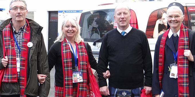 Die Schottische Delegation in standesgemäßer Kleidung (Foto: Ewers)