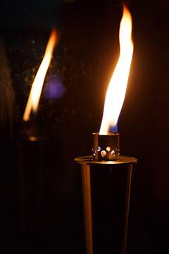 Für die Gottesmutter ein Zepter in Form einer Fackel (Foto: fackellauf.de)