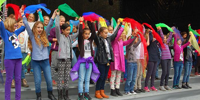 Schülerinnen der Schönstätter Marienschule bei der Stell- und Singprobe (Foto: Brehm)